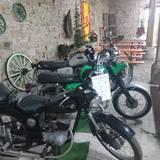 Motorräder auf der Haynsburg.jpg